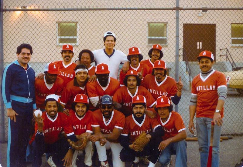 FOTOGRAFIA: El equipo latino de beisbol de los 1970 auspiciado por el restaurante Antillas