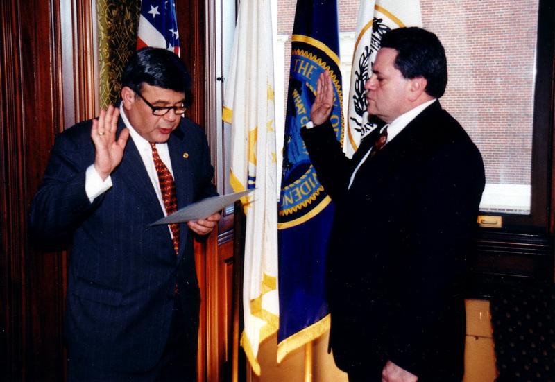 FOTOGRAFIA: Roberto fue juramentado como el primer juez latino en Rhode Island